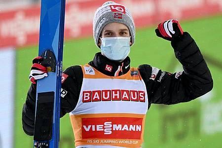 Steht vorzeitig als Gesamtweltcup-Gewinner fest: Skisprung-Star Halvor Egner Granerud. Foto: Hendrik Schmidt/dpa-Zentralbild/dpa