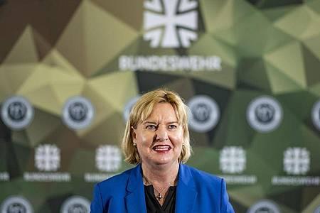 Eva Högl (SPD) spricht in der Führungsakademie der Bundeswehr. Foto: Axel Heimken/dpa/Archiv