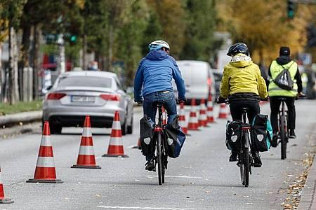 Verkehrsminister Scheuer will in Hamburg Details des neuen Nationalen Radverkehrsplans vorstellen. Foto: Markus Scholz/dpa