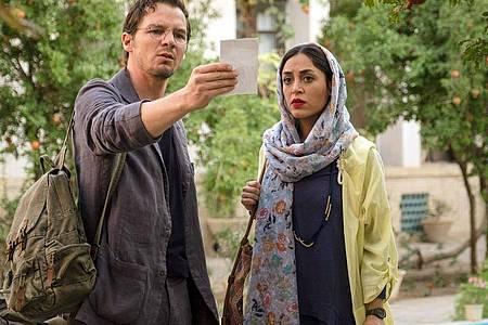 Robert (Felix Klare) begibt sich mit Shirin (Mona Pirzad) auf die Suche nach seinem Vater. Foto: Olaf Raymond Benold/ARD Degeto/dpa