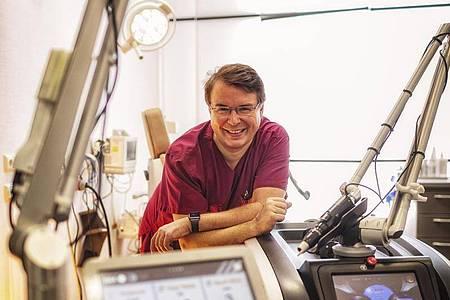 Klaus Hoffmann ist Dermatologe und leitet das Zentrum für Lasermedizin an der Uni-Hautklinik Bochum. Foto: Katholisches Klinikum Bochum/dpa-tmn