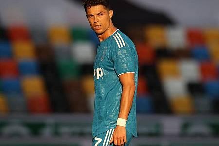 Superstar Cristiano Ronaldo muss mit Juve auf den Gewinn der Meisterschaft noch warten. Foto: Jonathan Moscrop/CSM via ZUMA Wire/dpa
