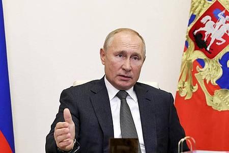 Wladimir Putin und seine Amtskollegen Emmanuel Macron und Donald Trump verurteilen die Gewalt in Berg-Karabach. Foto: Mikhail Klimentyev/Pool Sputnik Kremlin/AP/dpa