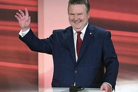 Wiens Bürgermeister Michael Ludwig kommt Hochrechnungen zufolge auf 42 Prozent der Stimmen. Foto: Roland Schlager/APA/dpa