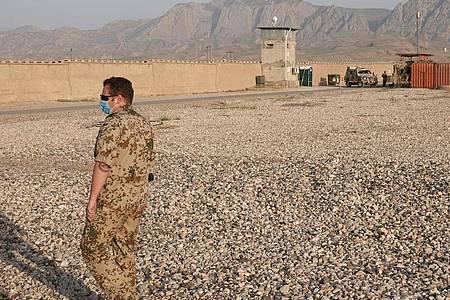 Ein Soldat im nordafghanischen Masar-i-Scharif im Camp Marmal. Foto: Michael Fischer/dpa