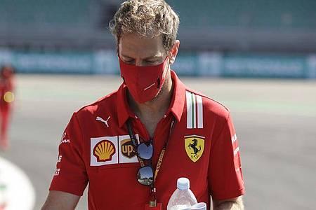Hat noch keine Entscheidung über seine Zukunft getroffen: Ferrari-Pilot Sebastian Vettel. Foto: Luca Bruno/AP/dpa