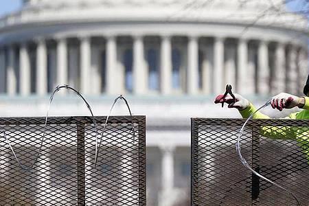 Zweieinhalb Monate nach der Erstürmung des Kapitols durch Anhänger des damaligen US-Präsidenten Trump sind vier führende Mitglieder der rechtsradikalen Gruppe «Proud Boys» angeklagt worden. Foto: Patrick Semansky/AP/dpa