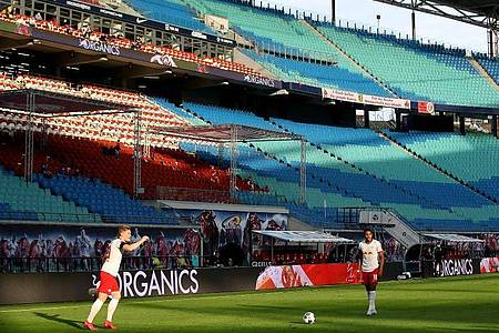 Die Fußball-Bundesliga hat ihre Saison ohne Stadionzuschauer fortgesetzt. Foto: Alexander Hassenstein/Getty Images Europe/Pool/dpa