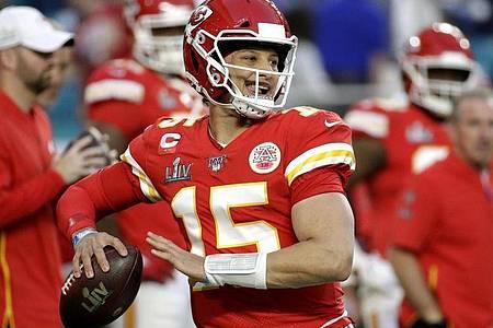 Besitzt ein so komplettes Spielvermögen wie kaum ein Konkurrent: Patrick Mahomes von den Kansas City Chiefs. Foto: Patrick Semansky/AP/dpa