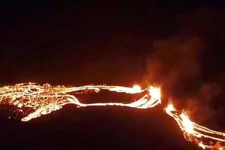 Der Vulkan Fagradalsfjall auf der Reykjanes-Halbinsel im Südwesten Islands spuckt Lava. Foto: -/Icelandic Met Office/AP/dpa