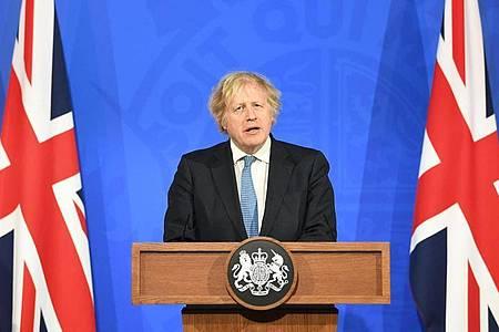 Der britische Premierminister Boris Johnson spricht bei einem Briefing zur Corona-Lage. Foto: Stefan Rousseau/PA Wire/dpa