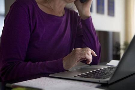 Studien zufolge wird im Homeoffice zwar mehr gearbeitet, aber die Kommunikation leidet. Foto: Finn Winkler/dpa