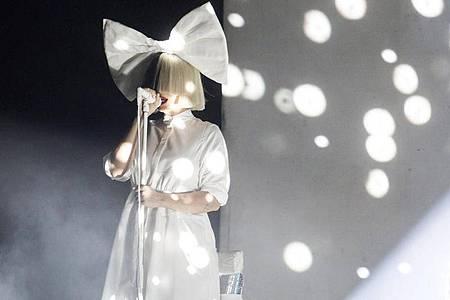 Mit ihrem Regiedebüt hat sich Sia viel Kritik eingehandelt. Foto: Balazs Mohai/MTI/dpa