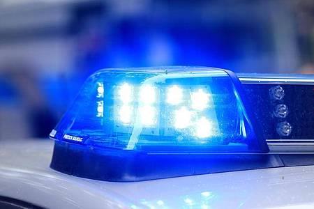Ein Polizist ist in Apolda von einem Autofahrer schwer verletzt worden. Foto: Jens Wolf/dpa-Zentralbild/dpa/Symbolbild