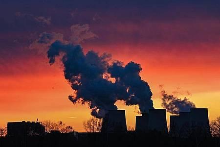 Nach dem Urteil des Bundesverfassungsgerichts haben Bundesumweltministerin Svenja Schulze und Vizekanzler Olaf Scholz Eckpunkte für ein neues Klimaschutzgesetz vorgelegt. Foto: Patrick Pleul/dpa-Zentralbild/dpa
