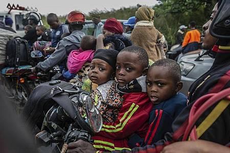 Aus Sorge vor einem bevorstehenden erneuten Ausbruch des Vulkans Nyiragongo haben die Behörden eine Teil-Räumung der Millionenstadt Goma angeordnet. Foto: Moses Sawasawa/AP/dpa