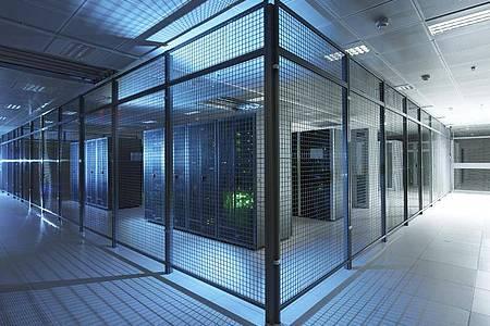 Besonders gesicherte Server im Cloud-Computing Rechenzentrum der T-Systems. T-Systems und Google haben eine strategische Zusammenarbeit für Deutschland vereinbart. Foto: Thomas Ollendorf/Deutsche Telekom AG/dpa