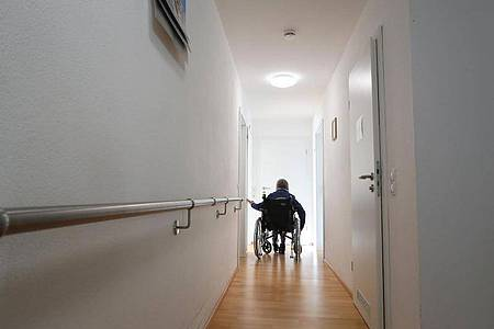 Die Pflegekasse zahlt während des Klinikaufenthalts kein Pflegegeld für Angehörige. Foto: Karl-Josef Hildenbrand/dpa