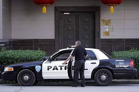 Mit der Schließung des chinesischen Konsulats in Houston verschärfen sich die Spannungen zwischen den USA und China deutlich. Foto: David J. Phillip/AP/dpa