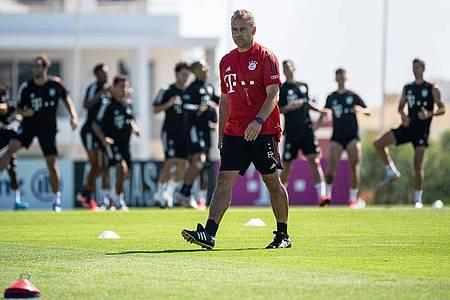Bayern-Trainer Hansi Flick setzt auf Spieler, die wissen, wie man den FC Barcelona packt. Foto: Matthias Balk/dpa