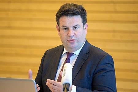Bundesarbeitsminister Hubertus Heil bei seinem Besuch in Teltow. Foto: Soeren Stache/dpa-Zentralbild/dpa
