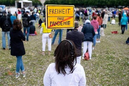 Ein Gericht in München hat die Corona-Demo mit 5000 Teilnehmern untersagt. Foto: Sven Hoppe/dpa