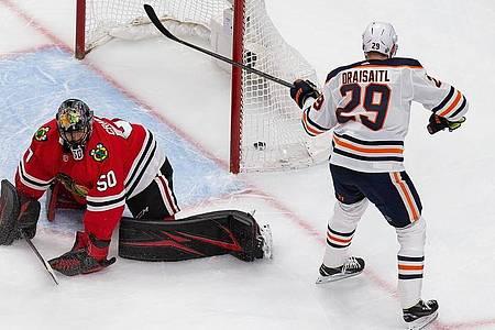 Auch zwei Treffer von Leon Draisaitl konnten die Oilers-PLeite gegen Chicago nicht verhindern. Foto: Codie Mclachlan/The Canadian Press/AP/dpa