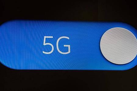 Für 21 Prozent ist 5G ein entscheidendes Kaufkriterium für das nächste Smartphone oder den nächsten Mobilfunkvertrag. Foto: Christophe Gateau/dpa