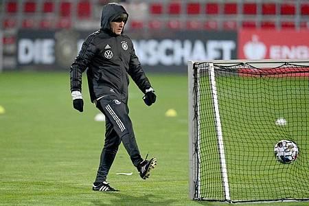 Bundestrainer Joachim Löw beim DFB-Training in Leipzig. Foto: Robert Michael/dpa-Zentralbild/dpa