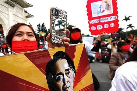 Bei Protesten gegen den Militärputsch in Myanmar sind nach Berichten von örtlichen Medien und Augenzeugen erneut mehrere Menschen ums Leben gekommen. Foto: Daniel Ceng Shou-Yi/ZUMA Wire/dpa