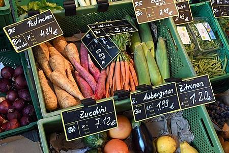 Regionales Bio-Gemüse: Klimafreundlicher kann man sich nicht ernähren. Foto: Bernd Settnik/dpa-Zentralbild/dpa-tmn