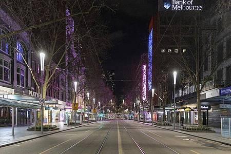 Die menschenleere Swanston Street im Central Business District in Melbourne. Foto: Asanka Brendon Ratnayake/AP/dpa