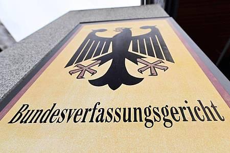 Muss sich der deutsche Auslandsgeheimdienst in Zukunft bei seinen Überwachungsaktivitäten genauer auf die Finger schauen lassen? Darüber entscheidet das Bundesverfassungsgericht. Foto: Uli Deck/dpa