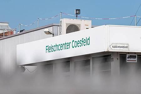 Der Kreis Coesfeld verzeichnet aufgrund der I Fälle in einer Fleischfabrik viele Corona-Neuinfektionen. Foto: Guido Kirchner/dpa