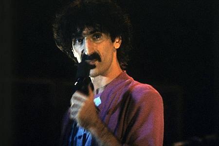 Frank Zappa bei einem Konzert in der Olympiahalle München. Foto: Frank Leonhardt/dpa
