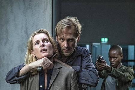 Charlotte Lindholm (Maria Furtwängler, Benno (Matthias Lier) und Anais (Florence Kasumba) in einer gefährlichen Situation. Foto: Marion von der Mehden/NDR/dpa