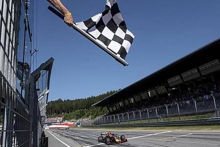 Die Formel-1-Saison kann mit zwei Rennen in Österreich starten. Foto: Christian Bruna/POOL EPA/AP/dpa