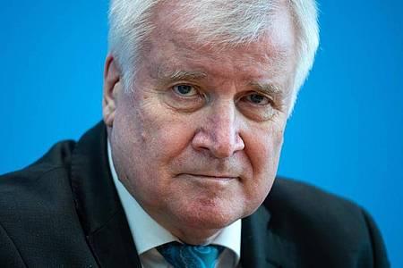 Bundesinnenminister Horst Seehofer kritisiert die Union für ihre Corona-Regeln zu Gottesdiensten. Foto: Bernd von Jutrczenka/dpa