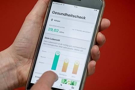 Viele Menschen in Deutschland begrüßen digitale Angebote im Gesundheitsbereich. Foto: Michael Kappeler/dpa