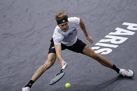 Alexander Zverev unterlag im ATP-Finale von Paris dem Russen Daniil Medwedew mit 7:5, 4:6 und 1:6. Foto: Christophe Ena/AP/dpa