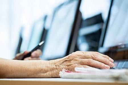 Digitalkompetenzen sind in der Arbeitswelt unabdingbar. Fortbildungen helfen, auf dem Stand der Dinge zu bleiben. Foto: Franziska Gabbert/dpa-tmn