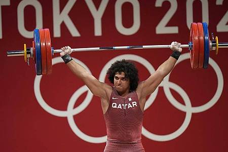 Fares Ibrahim Elbakh aus Katar gewann Gold im Gewichtheben. Foto: Luca Bruno/AP/dpa
