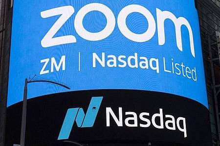 Ein Display weist auf das IPO von Zoom Video Communications hin, vor dem Börsengang an der Nasdaq in New York. Foto: Mark Lennihan/AP/dpa