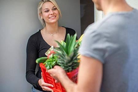 Der Online-Verkauf von Lebensmitteln soll in Zukunft strenger kontrolliert werden. Foto: Christin Klose/dpa-tmn/Illustration