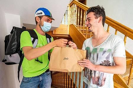 In mehreren ostbayerischen Städten können sich Studenten künftig Mensa-Essen nach Hause liefern lassen. Foto: Armin Weigel/dpa