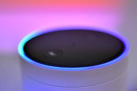 Die neuen «Echo»-Modelle sind nicht mehr zylindrisch, sondern kugelförmig. Zudem erhalten sie eine bessere Spracherkennung. Foto: Britta Pedersen/dpa-Zentralbild/dpa