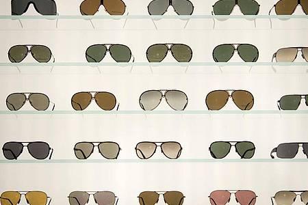 Die Auswahl an Tönungen und Filtern bei Brillengläsern ist groß. Foto: Sebastian Kahnert/dpa/dpa-tmn