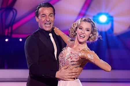 """Erol Sander und Patricija Belousova beim Auftakt von """"Let`s Dance"""". Foto: Andreas Rentz/Getty-Pool/dpa"""
