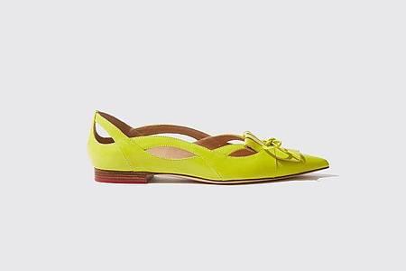 Von wegen Langweile am Fuß: Neontöne lenken den Blick auf den Schuh. Auch zum Beispiel Scarosso hat so auffällige Ballerinas im Programm (245 Euro). Foto: Scarosso by Paula Cademartori/dpa-tmn