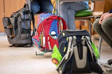 Schüler einer vierten Klasse in einer Grundschule: Bei Kindern bis 14 Jahren haben sich die 7-Tage-Inzidenzen in den vergangenen vier Wochen mehr als verdoppelt. Foto: Matthias Balk/dpa/Symbolbild